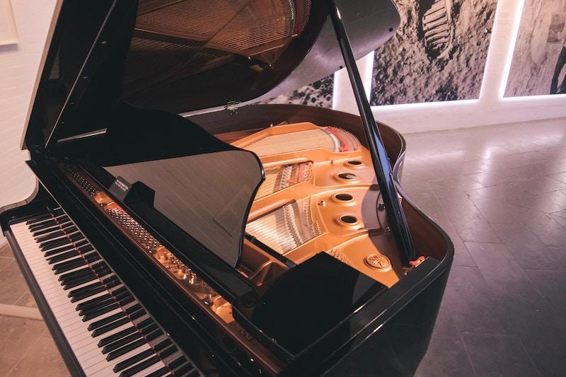 Отдел культуры Чуйской области купит рояль и радио-микрофоны за 1,8 миллиона сомов